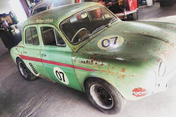 Renault Dauphine retro racer